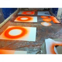 La préparation des 15 exemplaires de Crash Box, à la bombe de chantier, par Anne-Valérie Gasc