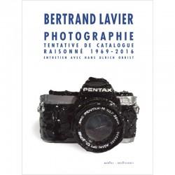 """La couverture du livre de Bertrand Lavier """"Photographie. Tentative de catalogue raisonné"""""""
