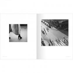"""Une double page du livre """"Paris-Matic"""", Plossu, aux éditions Marval"""