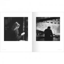 """Double page du livre """"Paris-Matic"""", photographies à l'agfamatic de Bernard Plossu"""
