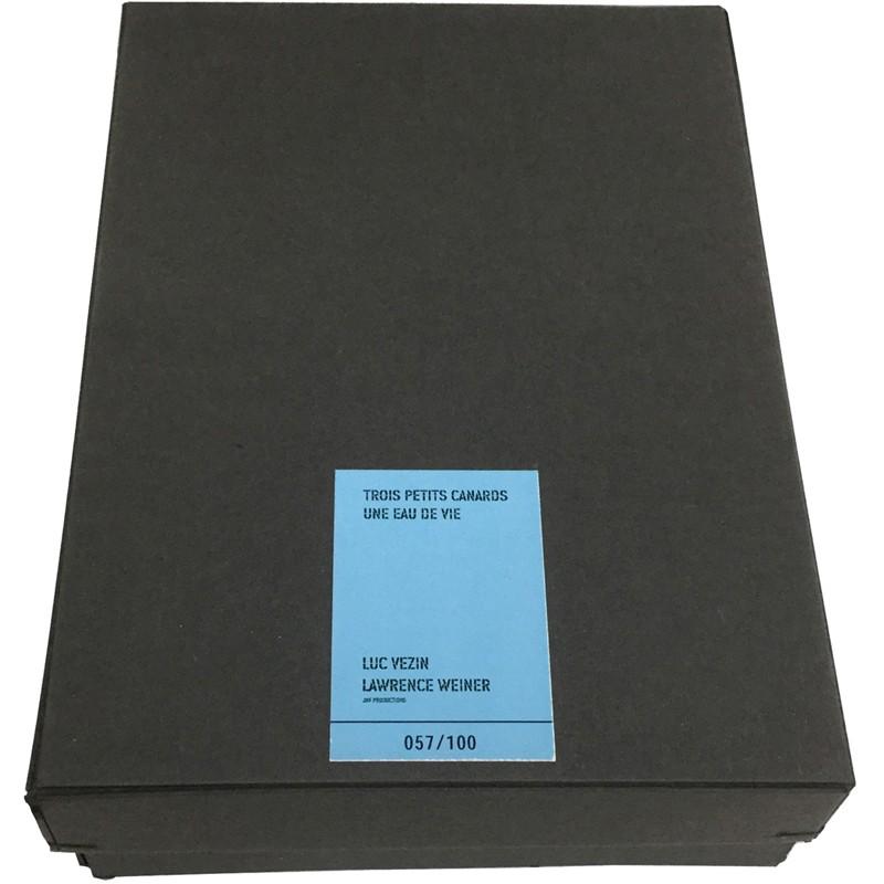 coffret de carton noir pour le tirage de tête du livre d'artiste de Lawrence Weiner