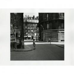Tirage argentique de Louis Stettner, En été, rue de Moussy, Paris